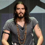 Russell Brand apologises for calling a police hotline on stage