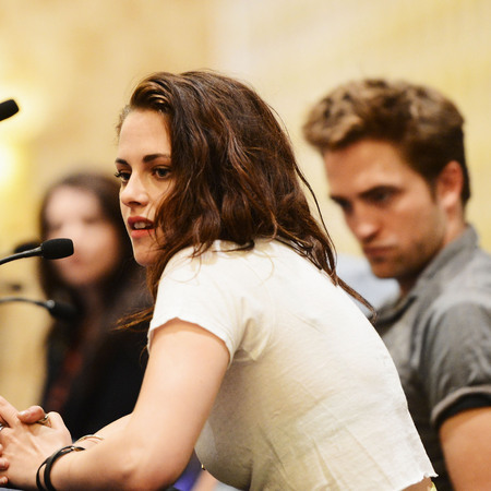 Kristen Stewart and Robert Pattinson at Twilight press conference