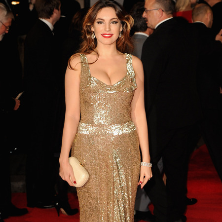 Kelly Brook in gold