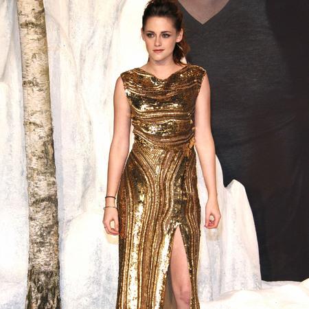 Kristen Stewart in bronze