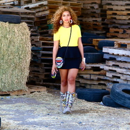Beyonce wants you to know cowboy boots are back?