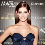 Ashley Greene does blue smoky eye 