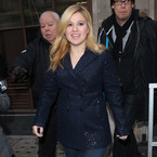Kelly Clarkson gears up for X Factor in glittery coat