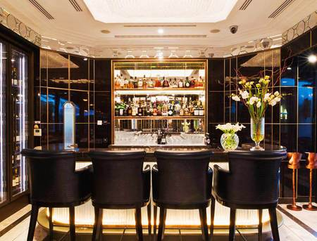 London hotel review - The Wellesley London - Art Deco hotel - Gatsby style - Luxury hotel - Art deco - The crystal bar - Travel