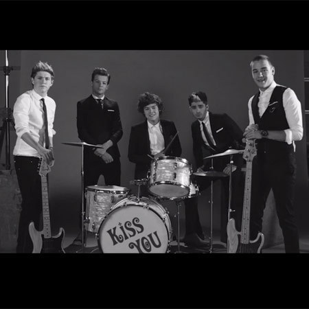 One Direction - Kiss you screen grab