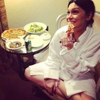 Tasty Tweets: Jessie J's pizza party