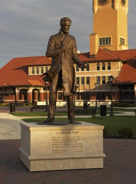 Springfield USA, Lincoln statue