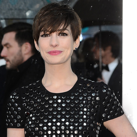 Anne Hathaway embraces the fringe