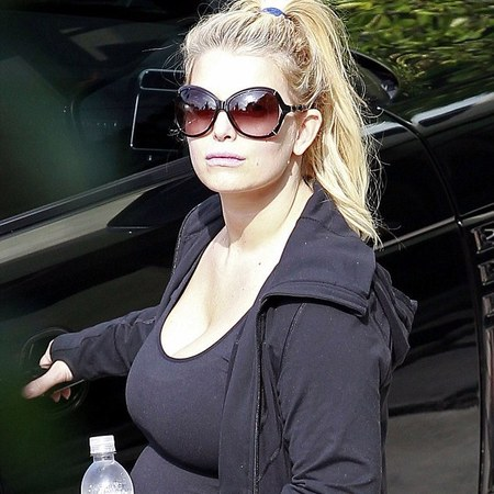 Jessica Simpson on her way to the gym