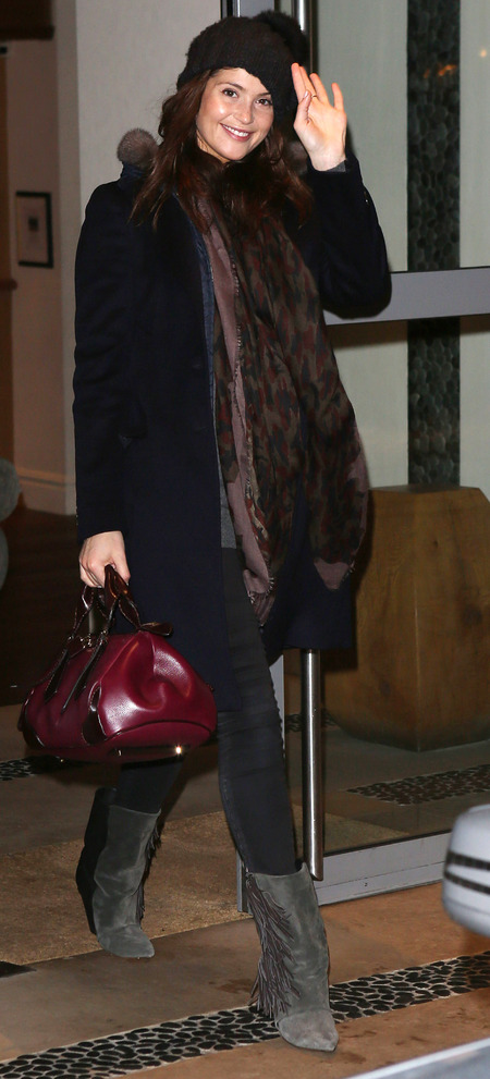 GEMMA ARTERTON WITH HER BURBERRY BLAZE HANDBAG IN LONDON