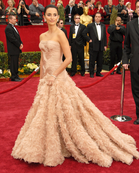 Penelope Cruz in Atelier Versace at the 2007 Oscars