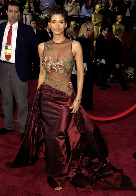 Halle Berry shows skin in Elie Saab in 2002