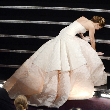 Jennifer Lawrence falls over at Oscars