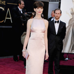 Anne Hathaway apologises for swapping Oscars dress