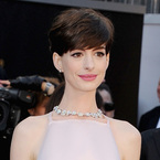 HAIR HOW-TO: Anne Hathaway side-swept Oscars crop