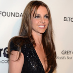 Britney Spears debuts new brown hair at Oscars