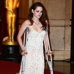 Why was Kristen Stewart on crutches at the Oscars?