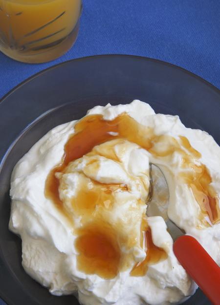 A 170g tub of 0% fat greek yogurt with a drizzle of honey