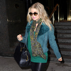 Singer Fergie finally flashes her lovely baby bump!