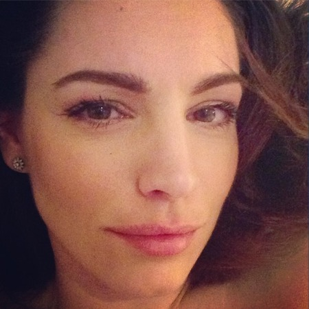 Kelly Brook does barely-there beauty before bed