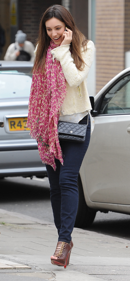 Kelly Brook with Chanel handbag