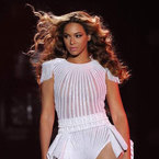 WATCH: Beyoncé performs Grown Woman