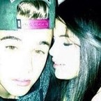 Justin Bieber posts picture with Selena Gomez