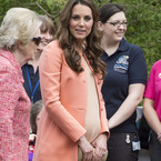 Pregnant Kate Middleton does the peach trend