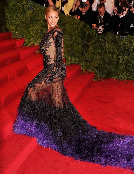 Beyoncé on red carpet at 2012 Met Ball
