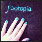 SUMMER NAILS: Bright blue manicure at Footopia