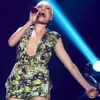 Jessie J risks fashion boob on American Idol