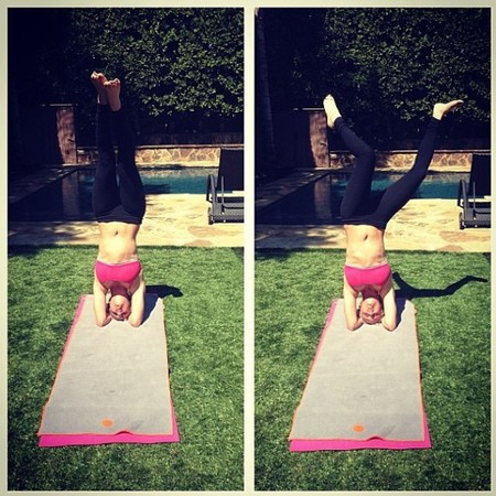 Kaley Cuoco does yoga on set