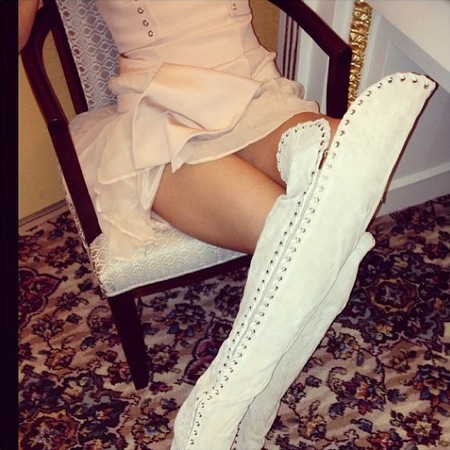 Miranda Kerr wears Rihanna style boots on Instagram