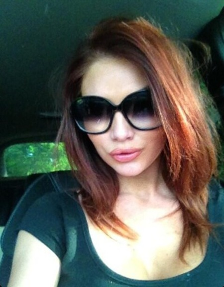 Amy Childs takes out her hair extensions to show off natural hair