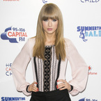 Taylor Swift rocks 70s lace (and tiny shorts) at Summertime Ball