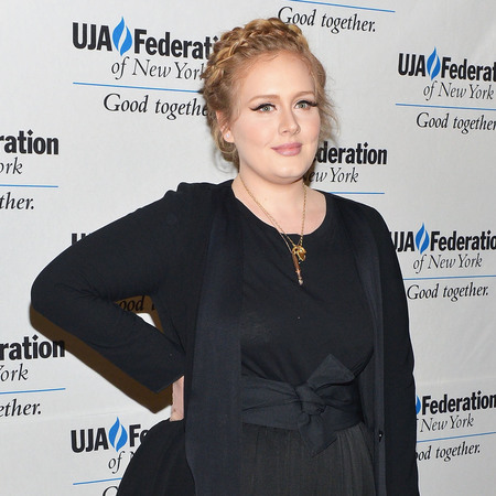 Adele makes comeback at music industry luncheon