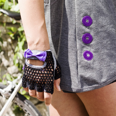Protect your hands with these little bo peep gloves