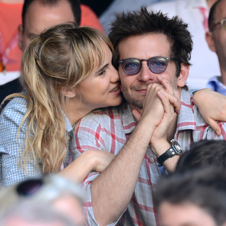 Bradley Cooper & Suki Waterhouse share PDA at Wimbledon