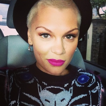 Jessie J shows off bright pink lip