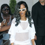 Rihanna 'asked Topshop for free clothes during lawsuit'