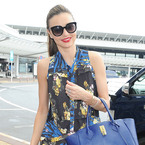 Miranda Kerr masters airport chic in clashing prints