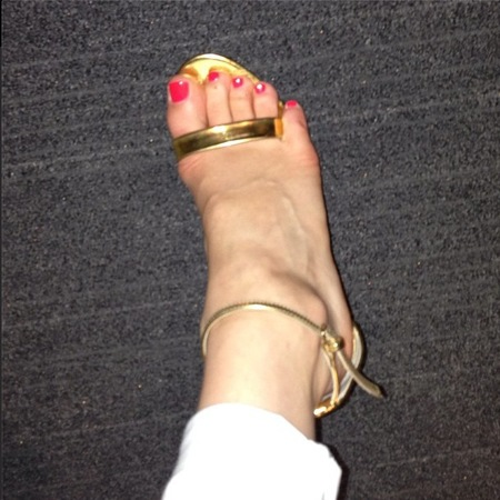 Jessie J shows off white jeans and strappy sandals on Instagram