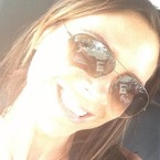 Victoria Beckham masters the smiley selfie