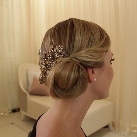 Step-by-step vintage bridal hair