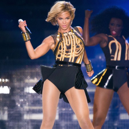 Beyoncé performs at V Festival 2013