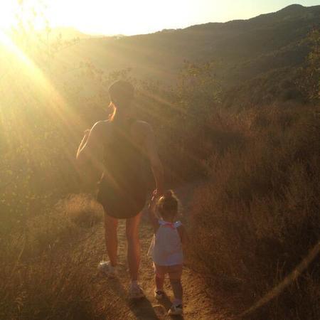 Victoria Beckham & Harper go hiking