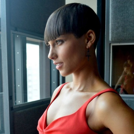 Alicia Keys debuts short haircut on Twitter