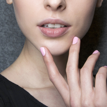 Pink nails at Ermanno Scervino