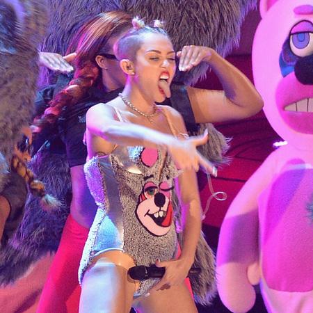 Miley Cyrus VMA performance