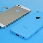 New gold iPhone 5S & blue iPhone 5C pictured together